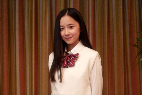 現在放送されている人気ドラマ「3年A組」に出演し、注目を集めている人気若手女優堀田真由さん。今回はそんな堀田真由さんの通っていた高校や、かわいいと話題の画像