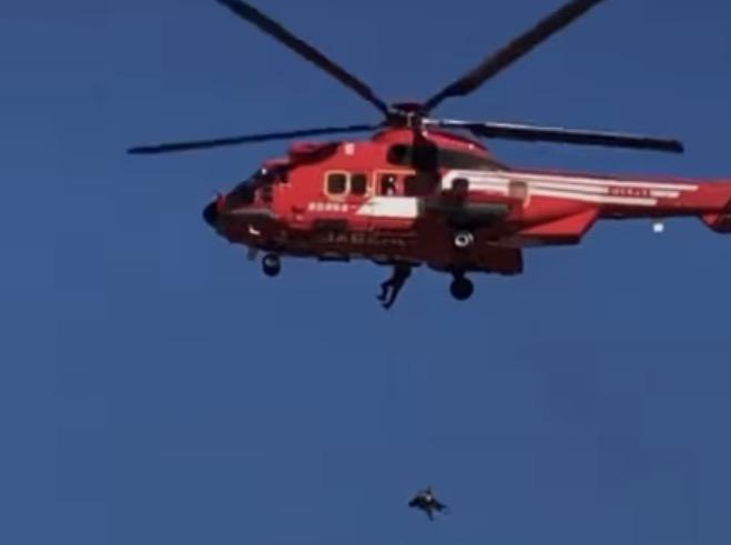 動画 落下 ヘリ 救助